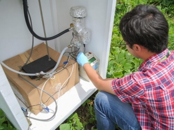<p>School of Earth and Atmospheric Sciences graduate student Hongyu Guo measures how atmospheric particles are interacting with sunlight during a field study in Alabama's Talladega National Forest. (Credit: Jason Maderer, Georgia Tech)</p>